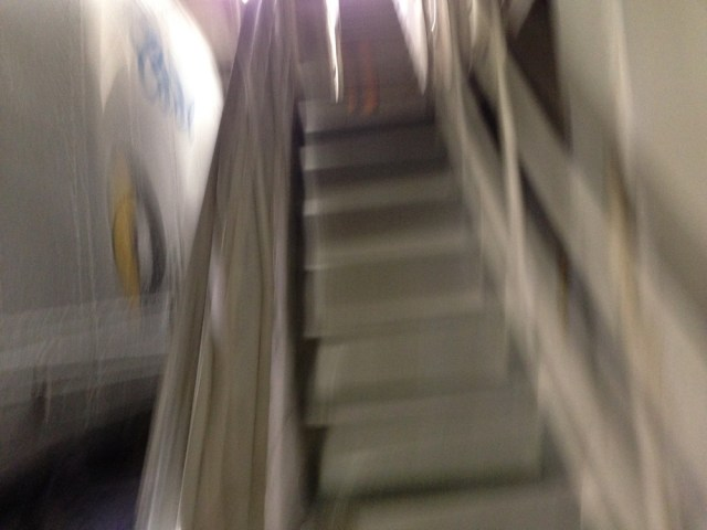 青函フェリー(はやぶさ・客室への階段)