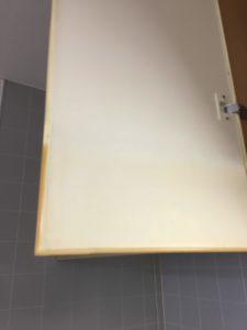 キッチン収納扉にも油がびっちり