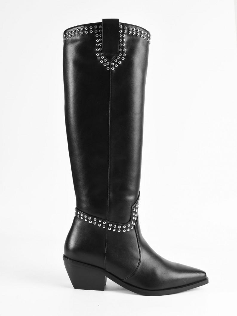 botas altas negras tachuelas