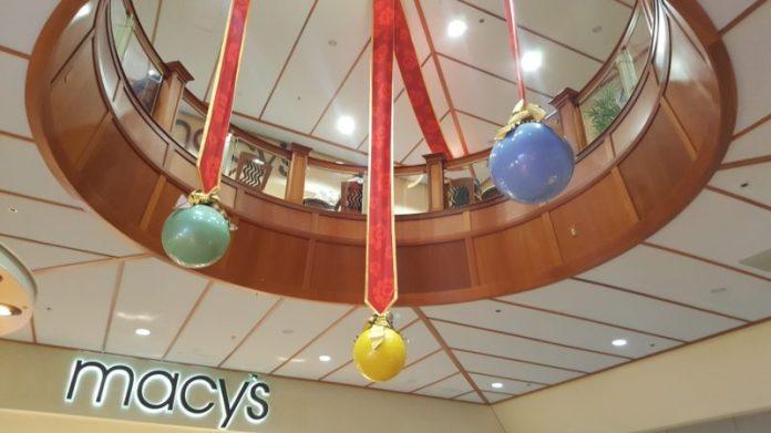 Pearlridge Center Christmas decorations