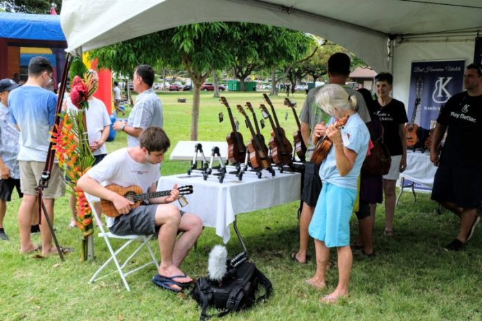 I Went To The Ukulele Festival And Everyone's Crazy Fingers Blew Me Away