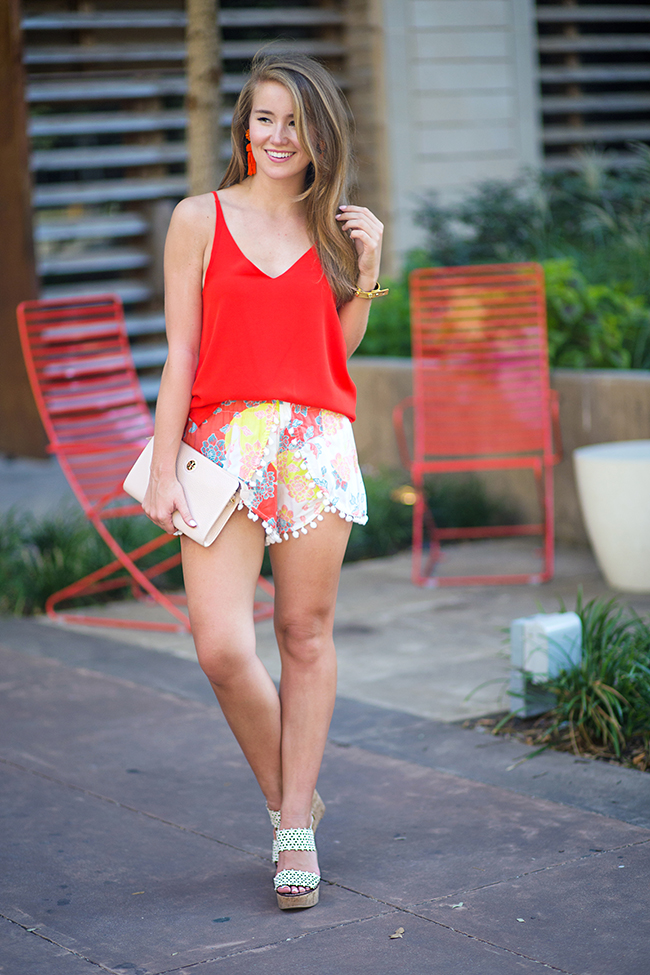 pom pom shorts, tahiti shorts, lisi lerch earrings, tory burch wedges, tory burch clutch, blush clutch