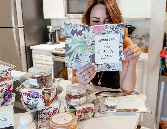 Dallas blogger A Lo Profile sharing a review of Sakara Life
