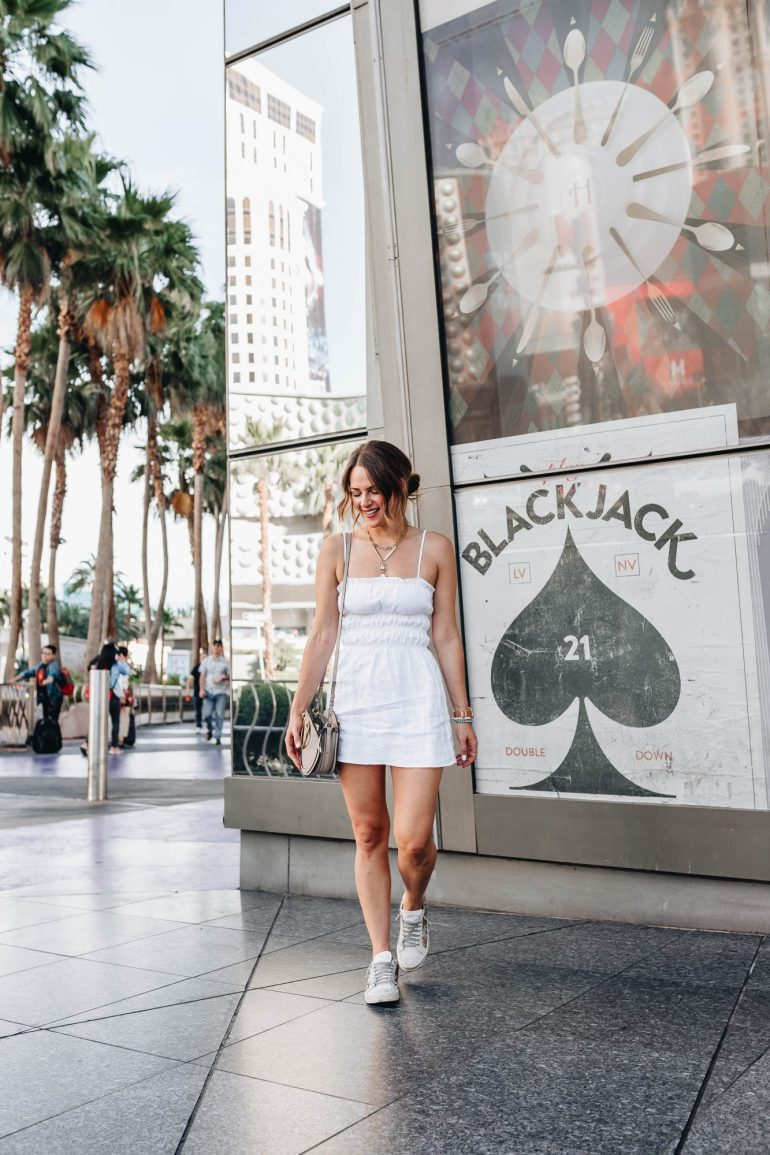 Las Vegas Travel Guide: Dallas blogger sharing her Vegas travel guide including where to stay, where to eat, what to do, & where to spend time in Sin City!