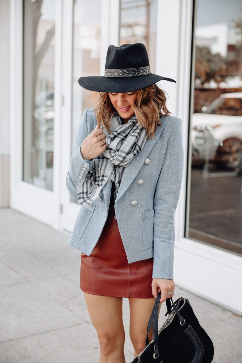 Sharing a roundup of my favorite fall accessories from Sole Society including hats, scarves, bags, & more to help you stock up for cooler temps.