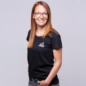 Alpenspinner-T-Shirt-schwarz-Damen-Model-vorne