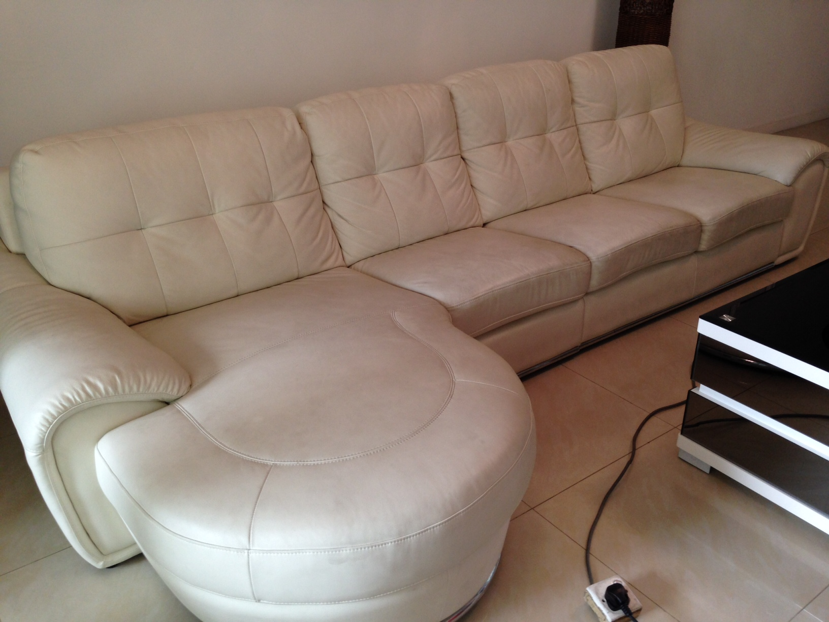 easy to clean white leather sofa mission sofas cleaner cleaning service singapore alphakleen
