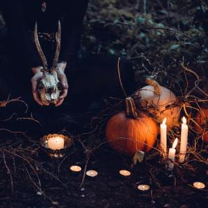 DIY Halloween Decorations.Looking for scary Halloween! Find out how to make eerie wicked legs,halloween decor,halloween crafts,halloween diys,halloween ideas and other halloween stuff