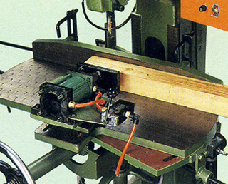 SWIVELLING TABLE (Available on TC-1020 and TC-105)