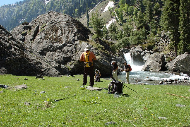 Trekking in Aru valley