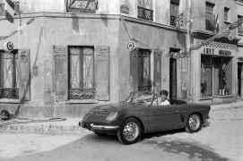SALON DE L'AUTO 1961 : JEAN-PAUL BELMONDO PRESENTE LES VOITURES QUE TOUT JEUNE HOMME REVE DE CONDUIRE