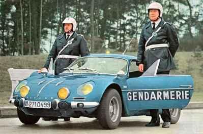 alpine-a110-berlinette-bri-gendarmerie-11