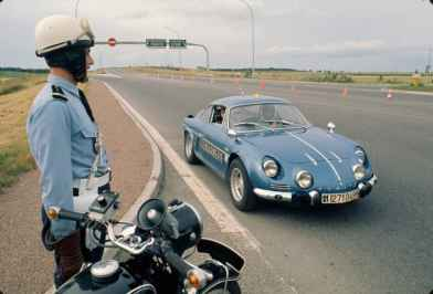 alpine-a110-berlinette-bri-gendarmerie-2