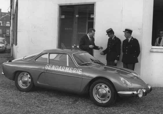 alpine-a110-berlinette-bri-gendarmerie-4