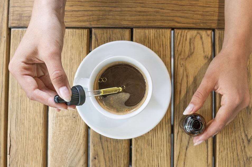 cbd huile tasse café