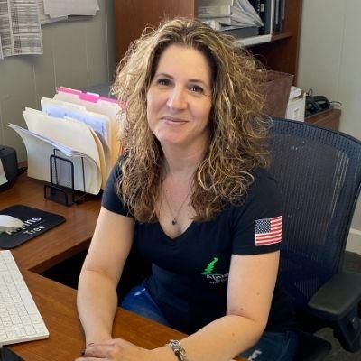 Lynn Ferraro, Office Manager