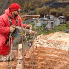 Демонтаж дымовых труб альпинистами