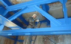 Покраска металлических конструкций альпинистами