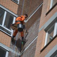 Гидрофобизация фасадазданий альпинистами