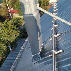 Монтаж снегозадержателей на крышу