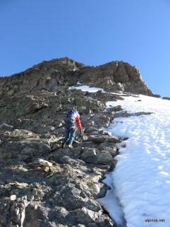 auf den Fels am Gipfelaufbau