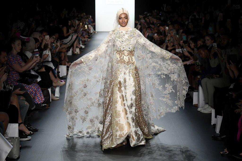 نتيجة بحث الصور عن أزياء المحجبات لأول مرة في أسبوع الموضة في نيويورك