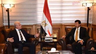 صورة وزير الشباب والرياضة يلتقي محافظ جنوب سيناء لبحث تطوير مضمار الهجن