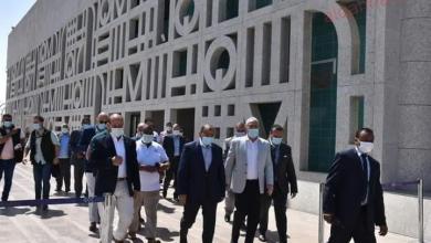 صورة وزير التنمية المحلية يصل إلي الأقصر لمتابعة تنفيذ مشروعات إحياء طريق الكباش