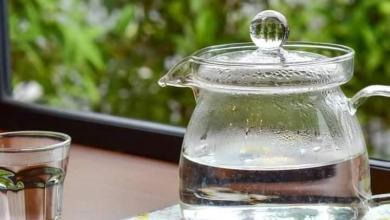 صورة فوائد شرب الماء الدافئ على الريق