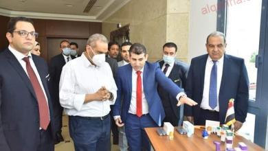 صورة رئيس هيئة الدواء المصرية يتفقد خط الإنتاج الأول من نوعه فى مصر لإنتاج مستحضرات الاستنشاق أحادية الجرعة