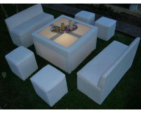 Sala Tipo Lounge 2 love side 2 individuales 4 puff y 1 mesa renta x da
