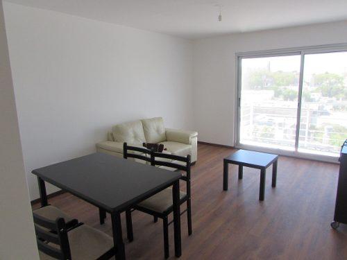 Apartamento de 1 dormitorio amueblado con garage