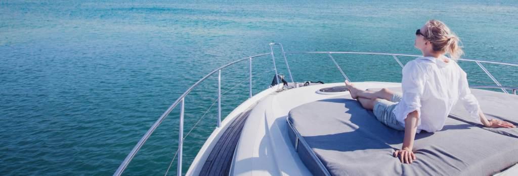 Recorre la costa de Almería en barco