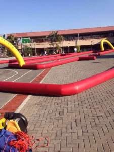 pista roja 15 metros ancho x 30 metros largo