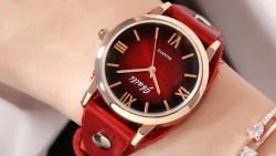 ساعات نسائية باللون الأحمر لإطلالة دافئة هذا الخريف