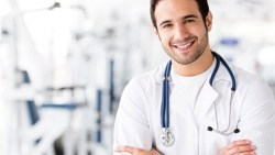 ماذا يعني طبيب مقيم واهم ما تريد معرفته عن الطبيب المقيم