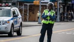 موضوع تعبير عن شرطي المرور بالعناصر