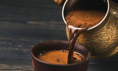 تفسير حلم تقديم القهوة للضيوف في المنام
