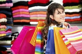 تفسير حلم شراء ملابس جديدة لشخص آخر