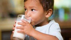 تفسير حلم اعطاء الحليب لشخص