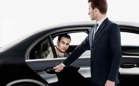 تفسير رؤية الجلوس في المقعد بجوار السائق في المنام
