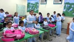 حلمت اني معلمة في مدرسة