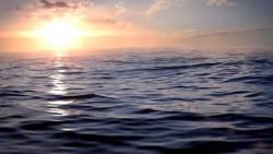 رؤية البحر الهادئ في المنام للمتزوجة