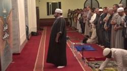 تفسير حلم الميت يصلي جماعة في المنام
