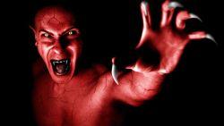 تفسير رؤية الشيطان في المنام للعزباء