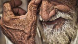 تفسير حلم ابي المتوفي ينزف دم في المنام