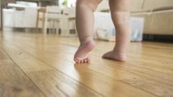 تفسير حلم المشي بدون حذاء في المنام