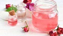 فوائد ماء الورد للعناية بالشعر وطرق استخدامه