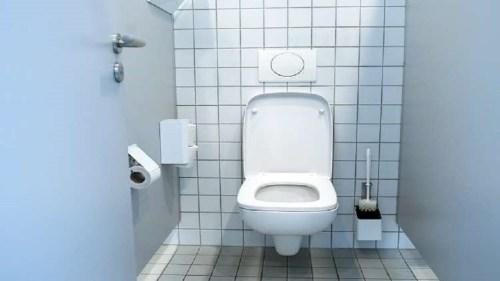 تفسير حلم المرحاض المتسخ بالبراز في المنام