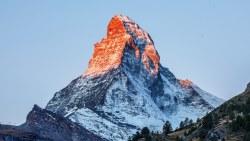 تفسير حلم تسلق الجبل مع شخص ما